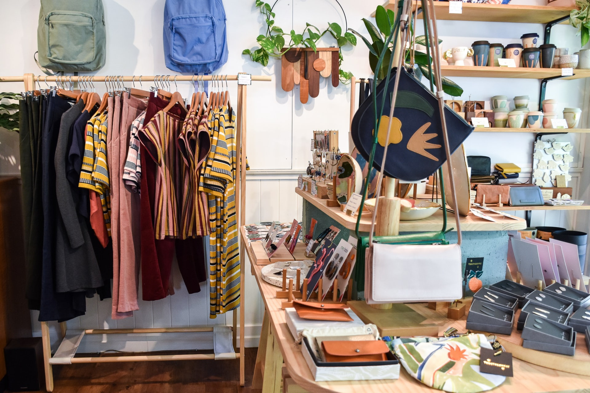 How Do Shopify and Independent Retail Stores Coexist?